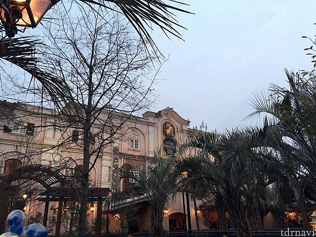 劇場の外観はこんな感じ。レトロな雰囲気でカッコイイ👍