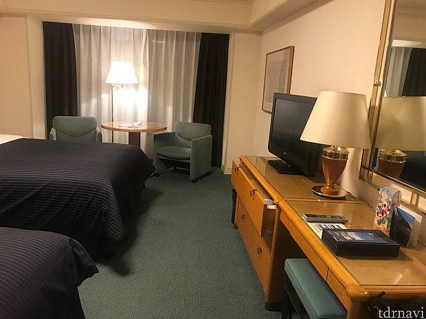 家具の感じからもそんなに新しいホテルじゃないことが伺えます