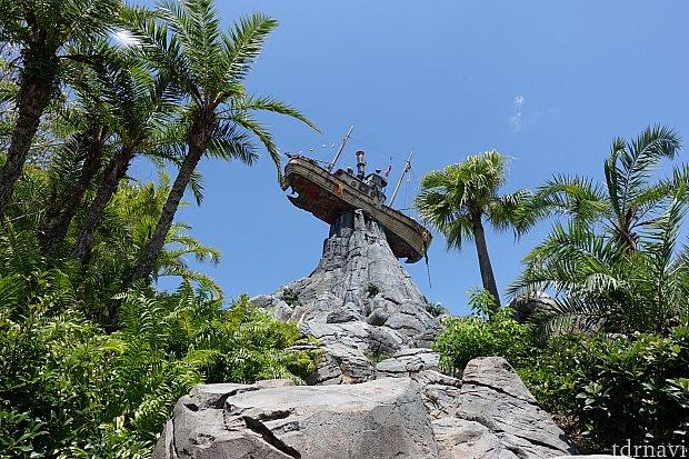 途中、メイデー山と難破船がキレイに見えます。