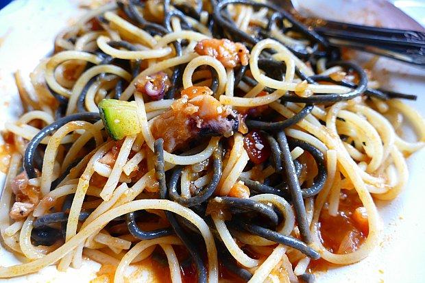 魚介の旨みが染みるゥ〜〜!タバスコかけて食べるとペスカトーレみたいで美味しかったです✨ピリリ!