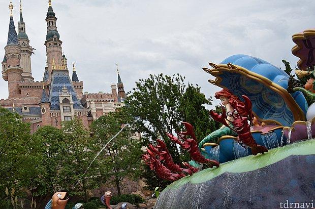背景にお城を入れることもできます