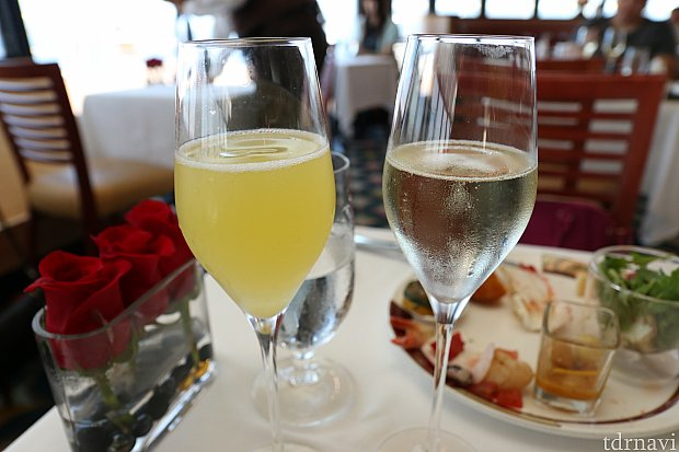 左がミモザ、右がスパークリングワインです!これは料金に含まれていました!