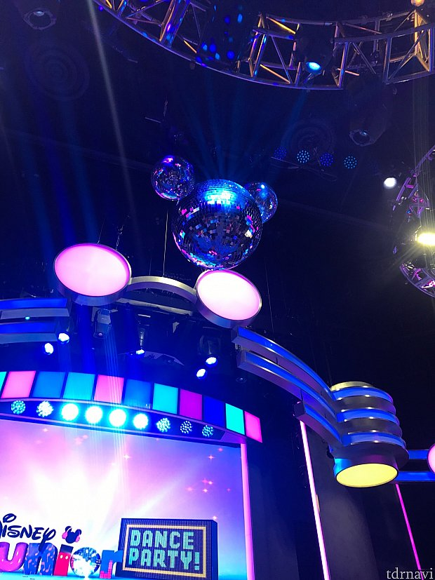 天井にはミッキー型のミラーボール♪