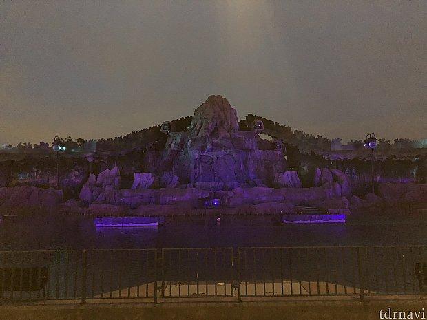 ちょっと写真が暗いですが、鑑賞エリアからの写真です。 センターではありますが、あまり意味が無いかも… (センターからの写真が良い!って人はぜひコチラへ)
