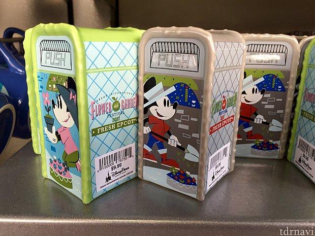 最近よく見かける、ディズニーパークのゴミ箱型の塩と胡椒入れ。上部に穴が開いています。毎回思いますが、何でゴミ箱型?かわいいですが。$9.99