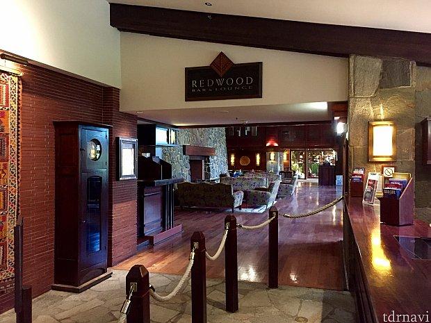 Red Wood Bar & Loungeは食事もできるレストランで、コンシアージュの隣に位置しています。こちらのクチコミもアップ予定です。