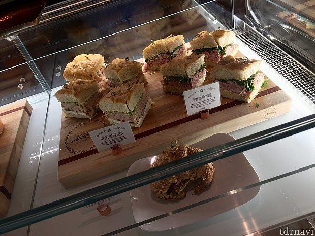 食事系のサンドイッチも。