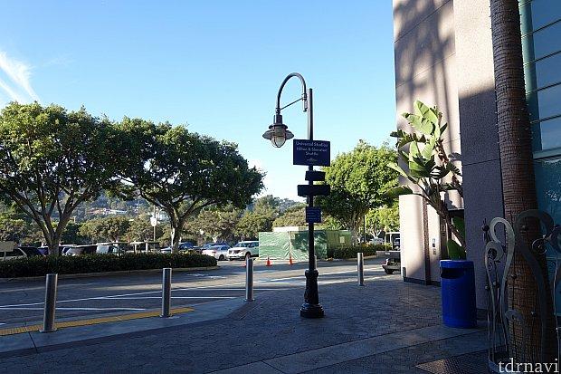 ここがオフィシャルホテル用のバス停です