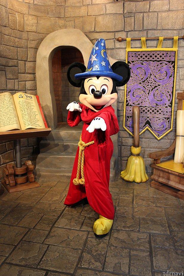 次はミッキー!魔法使いの弟子のミッキーに会えます🎵
