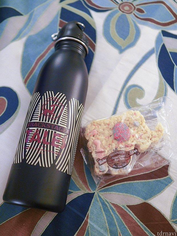 参加記念に頂いたステンレスのボトルとお菓子。