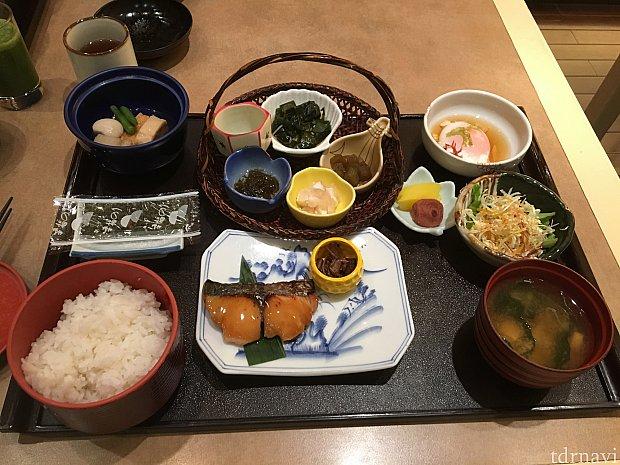 日本食はこんな感じです。すごくおいしかった!