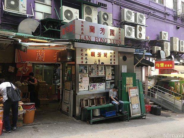 ここからは香港島でこんなことをしましたという記録です。朝はホテルから徒歩10分ぐらいの有名「チャーチャンテン(香港版ファミレス)」に行き…