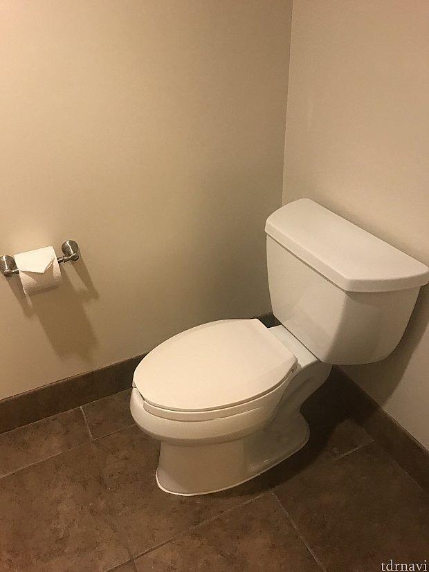 トイレとバスは別々にあります。