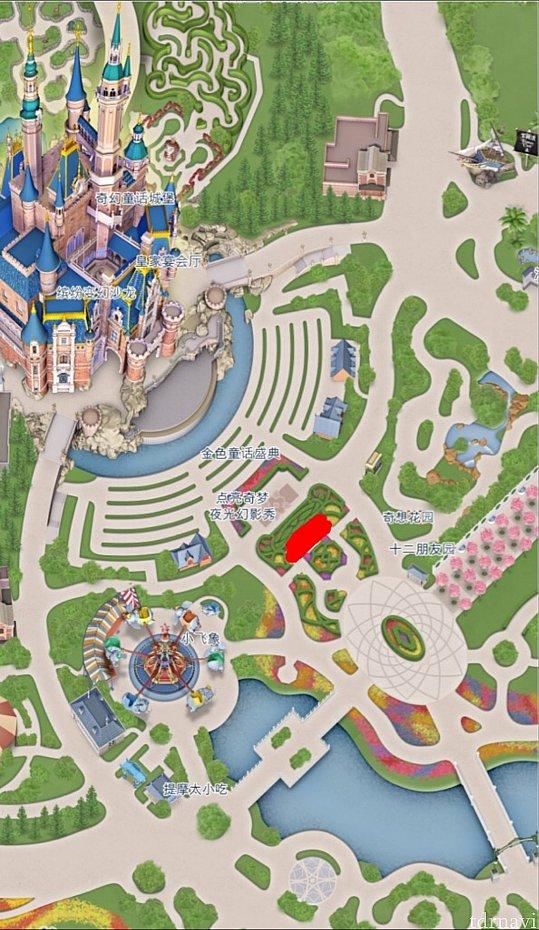 ロイヤルバンケットの有料鑑賞エリアは城前の赤い部分