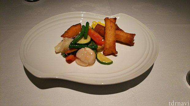 チーズの春巻きと海鮮と野菜の炒め物(二人分です)