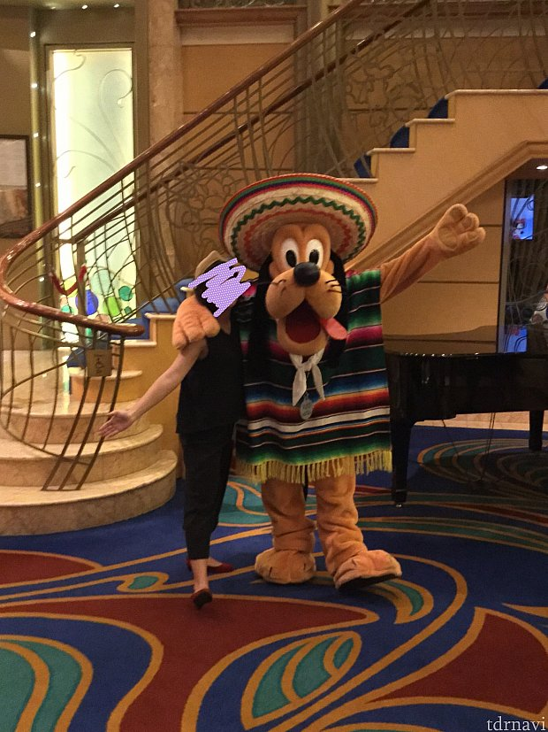 メキシコに近づくとみんなの装いもメキシカンに。