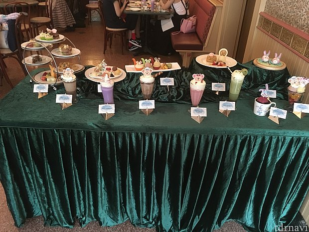 最後はコーナーカフェにてお茶。ダッフィーたちのメニューの展示も行われました