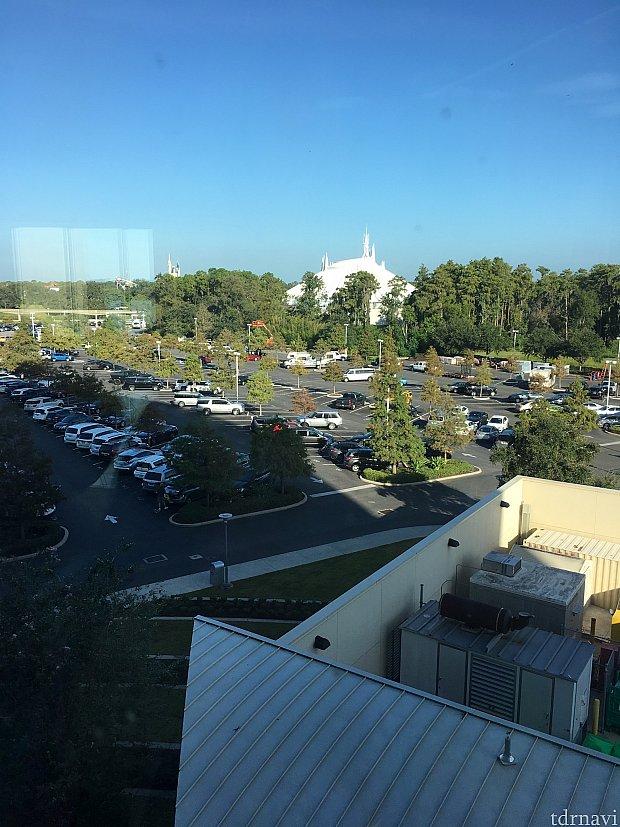 コンテンポラリーホテルとの渡り廊下から見える風景