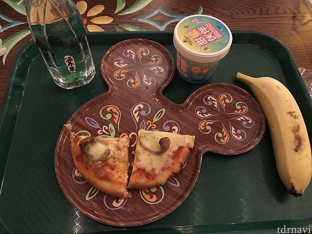 ピザの子どもセット 55元 ピザ半分食べた後の写真です(^^;;