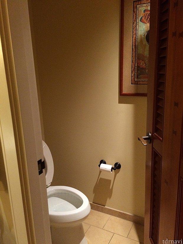 トイレは個室化していました