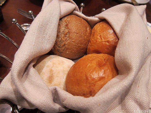 パンはおかわり自由です。