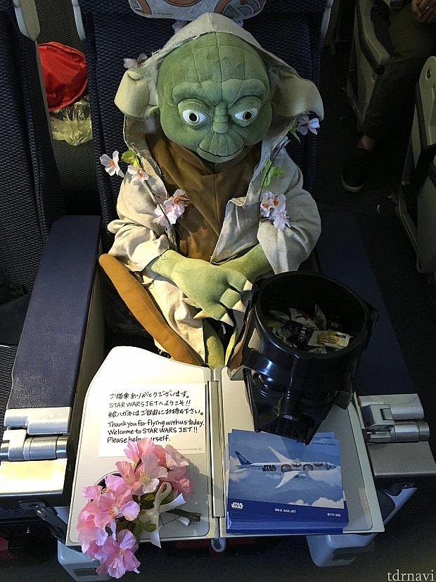 ヨーダの座席には素敵なメッセージと飴とハガキ♪♪ハガキたくさんもらえます(o^^o)