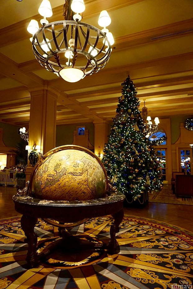 クリスマスツリーも、ヨットクラブならではの沢山のヨットが飾られたとても凝ったツリー。