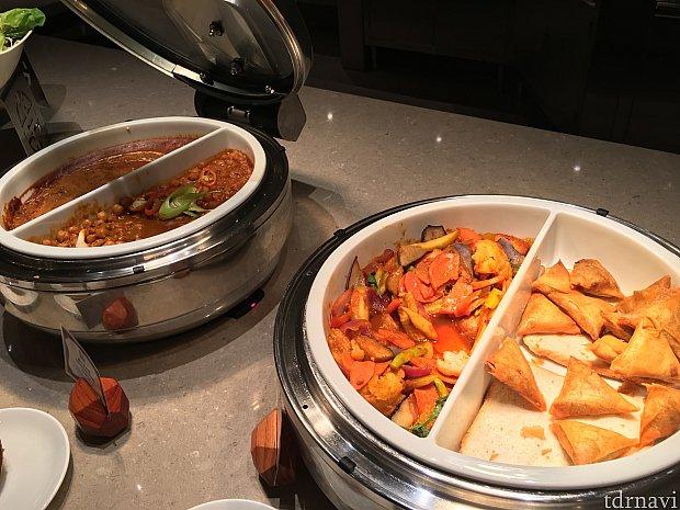 サモサなどあまり馴染みのない多国籍料理も! 品揃えがとにかくすごかったです!!
