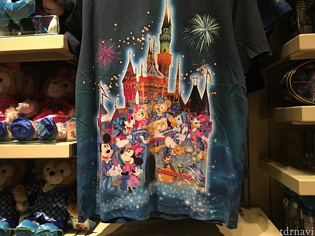 Tシャツ1枚目。私はこっちの柄を買いました。