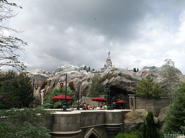 小さくお城が見えます。