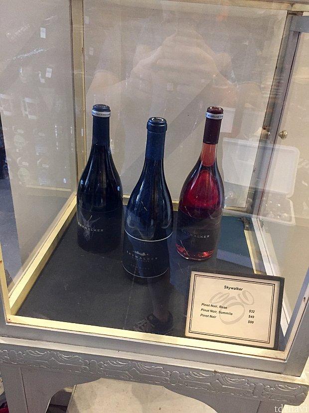 更に高級そうなワイン、Skywalkerもガラスのケースに入れられています。値段は$32〜$99。ワインはアメリカだと日本より遥かに安いので、このワインはかなり高級の部類に入ります。