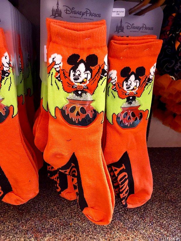 ディズニー色の強い靴下もあります。