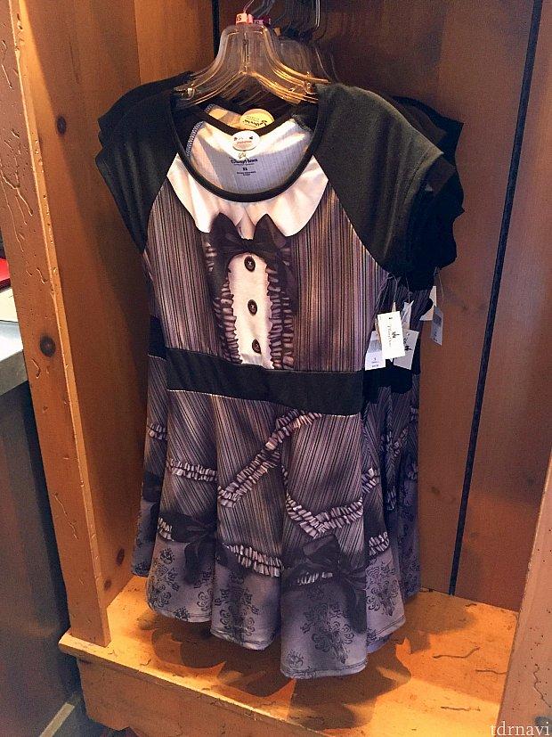 このバージョンのシャツもあります。その名もホーンテッドマンション ロリータ ドレス。$49.99