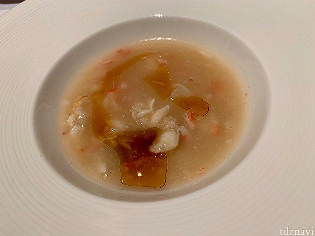 「蟹肉と根菜のスープ」とろとろあつあつです!根菜は大根とかぶとごぼうが隠れてます。