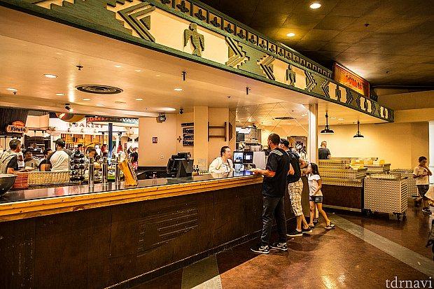 レストランのドリンクカウンター