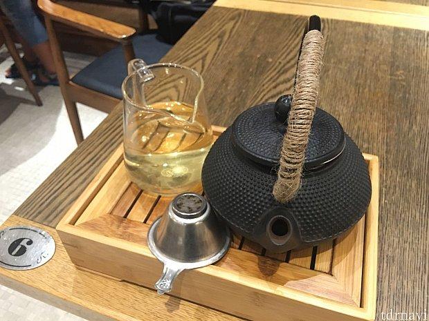 お茶も高級感あり🍵(有料です!💰)