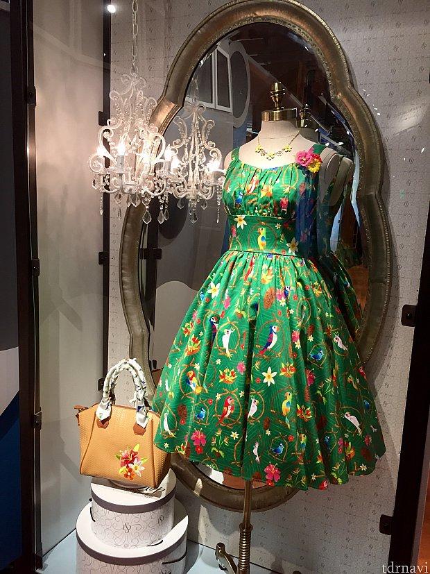 魅惑のチキルームがテーマのドレス。お値段は$118です。