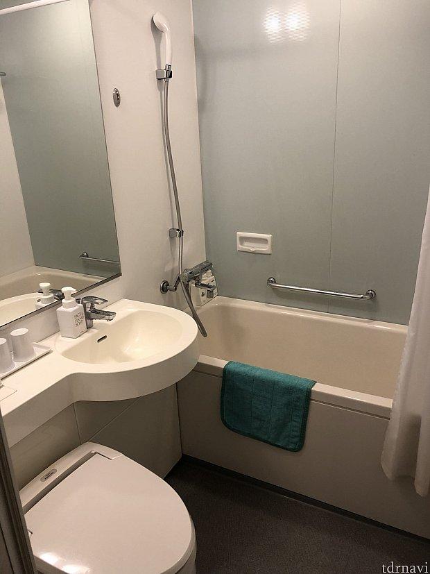 新館は浴槽があります。 本館は浴槽がなくシャワーだけです。