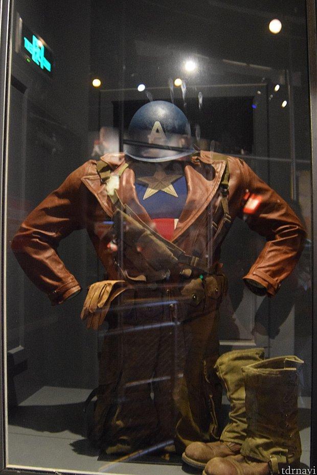 キャプテンアメリカ「ザ・ファースト・アベンジャー」版の衣装まで見ることができます。