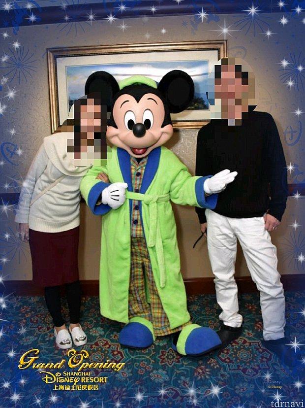 """Editフレーム④写真では見づらいですが、キラキラの中に、Disneyの""""D""""のロゴと、ミッキーとキャッスルのシルエットがあって、すごく可愛いです。"""