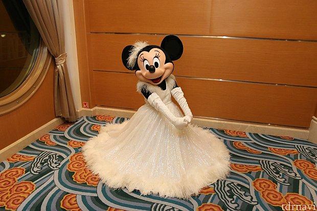 このミニーちゃんも素敵!!ドレスがお美しい!!