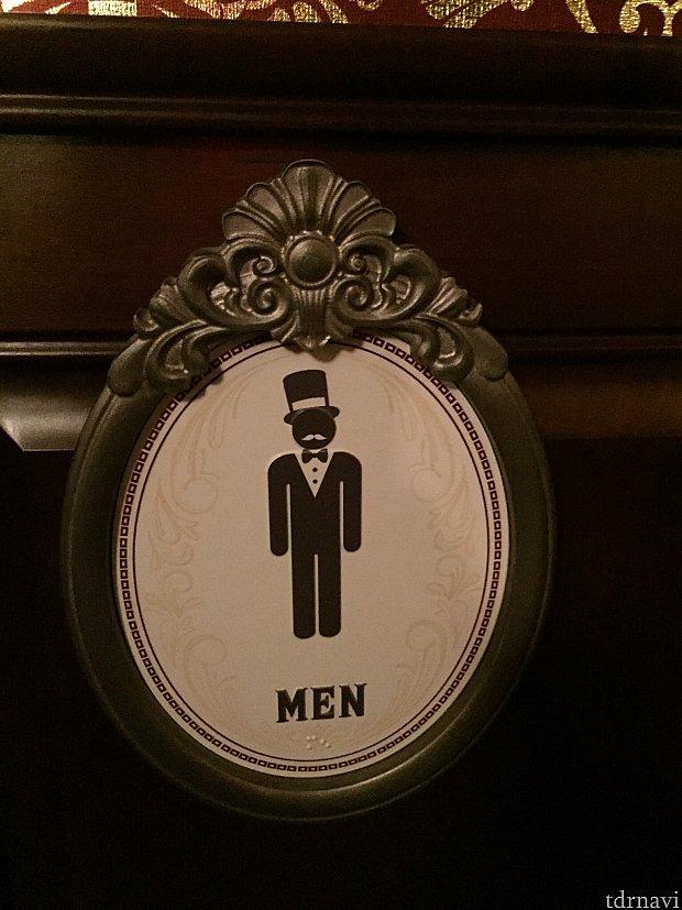 お手洗いのサインもちょっとマジシャン風