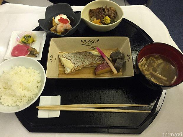 メインのお魚。久しぶりのお米、美味しい!