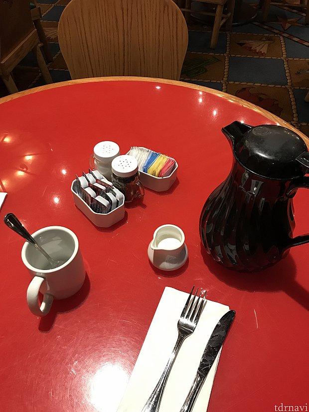 コーヒーはポットで来て飲み放題