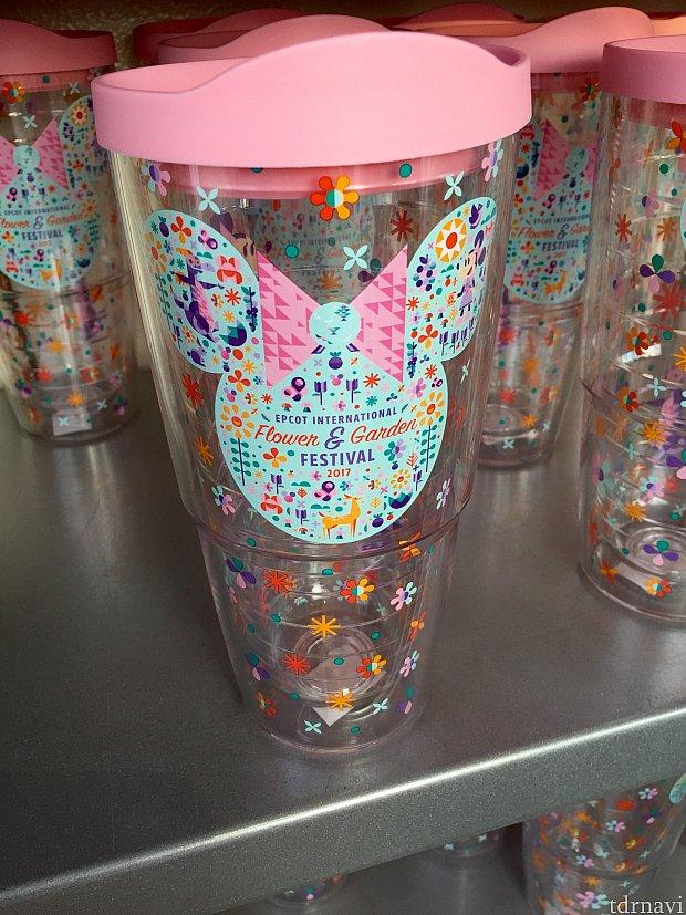 ウォーターボトルはパステルカラーが可愛らしいですね。2重構造になっているので、保温効果も期待できます。$26.99