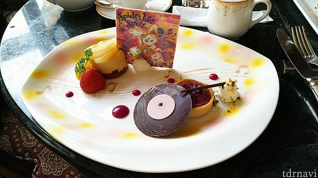 デザート②紅芋タルトは蓄音機をモチーフにしてるとか