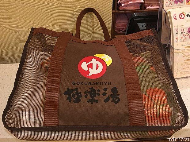 バスタオルと浴衣をこんな風にバッグに入れて渡してくれます。