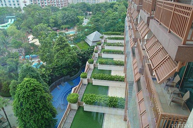 このホテル、1階の客室にはプライベートプールがありますが、予約方法は謎です。