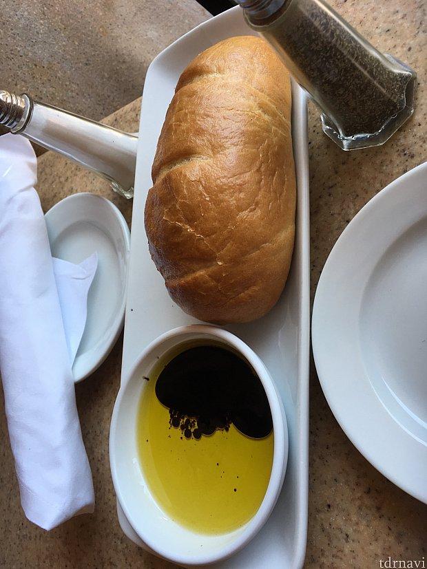 パスタでお腹いっぱいになり、パンはあまり食べられませんでした