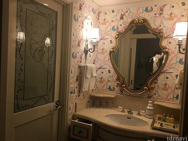 バストイレ別です。広い洗い場も嬉しい♪